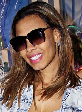 Os solares da cantora Juliana Diniz, neta do sambista Monarco, revelam que é adepta de looks criativos
