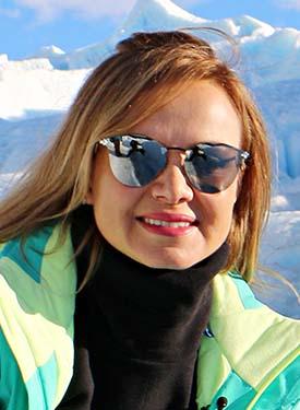 Na neve, a apresentadora Eliana lança mão de estilosos solares sem aro, compostos apenas por lentes espelhadas prateadas