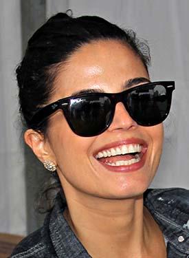 A cantora e atriz Emanuelle Araújo integra o time dos amantes do Ray-Ban Wayfarer