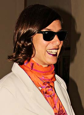 A atriz e comediante Maria Paula é mais uma que engrossa a fileira dos fãs do Ray-Ban Wayfarer
