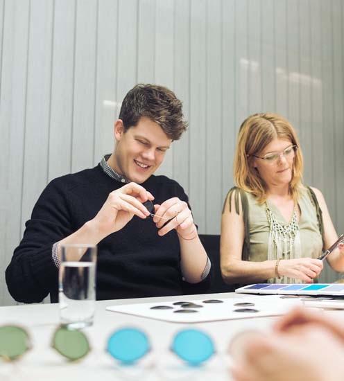 Wes Gordon: o estilista durante a definição da coleção